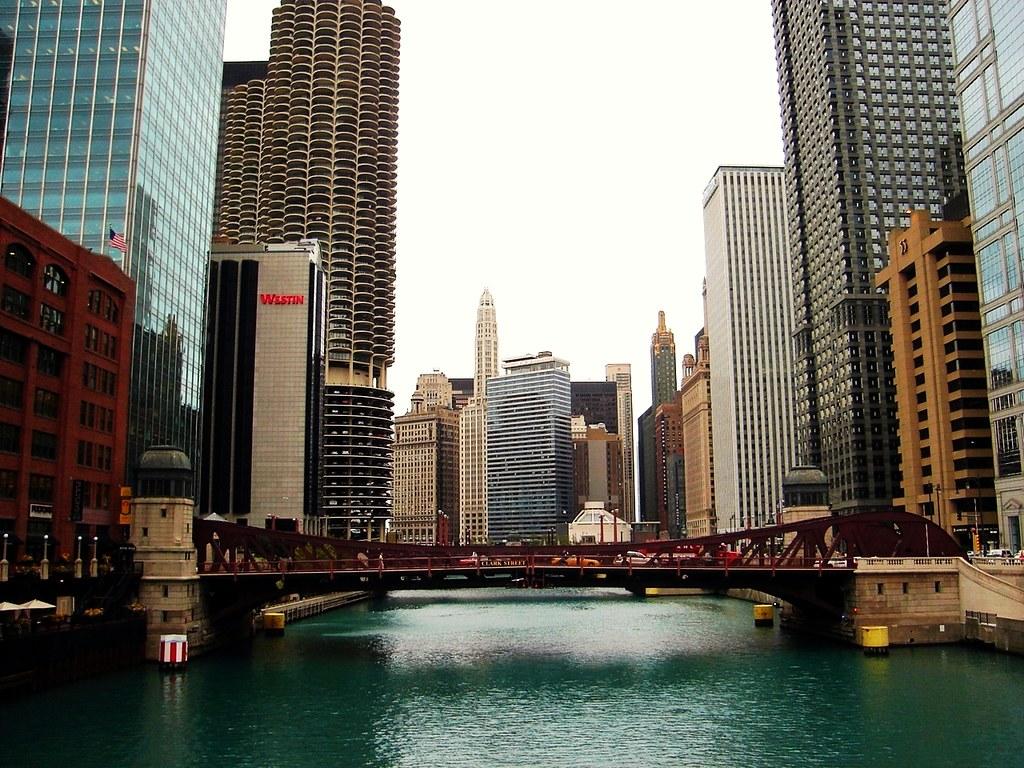 Vista de Chicago del puente de la calle Clark del río Chicago, W Flickr-7011
