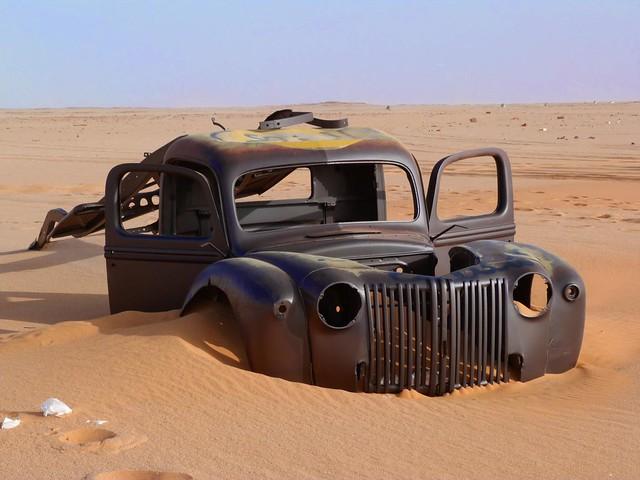 Vehículo de la II Guerra Mundial en el Desierto Líbico de Egipto