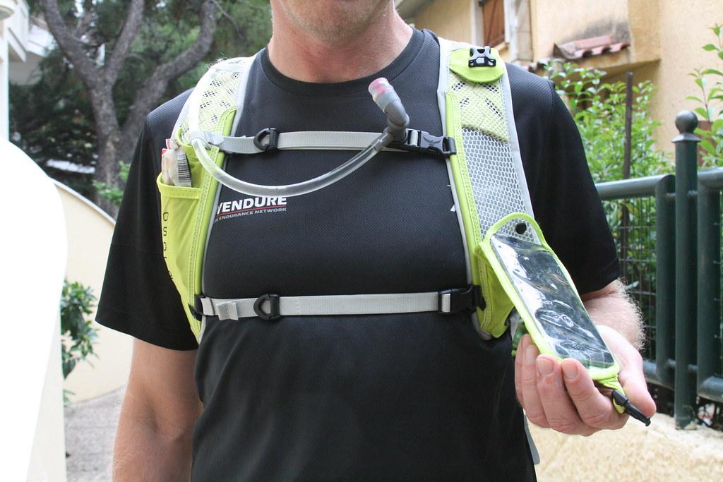 Έξυπνο το κόλπο με το DigiFlip Media Pocket, θα ήταν ακόμη πιο χρήσιμο αν χωρούσε μεγαλύτερης διάστασης κινητό