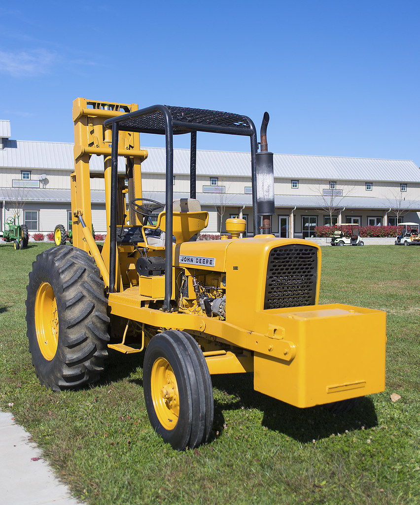 Jd 2010 Industrial Tractor : John deere industrial forklift at the fall