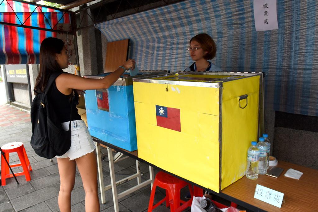 罷工投票台北場的地點設在松山機場附近,空服員紛紛前來投票。(攝影:宋小海)