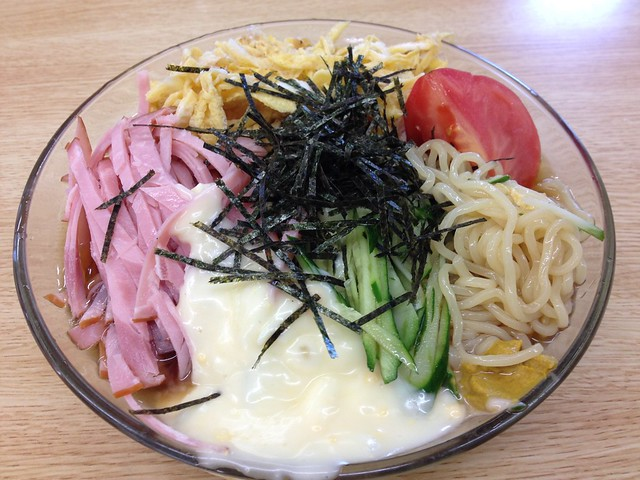 Cooling Chinese noodles