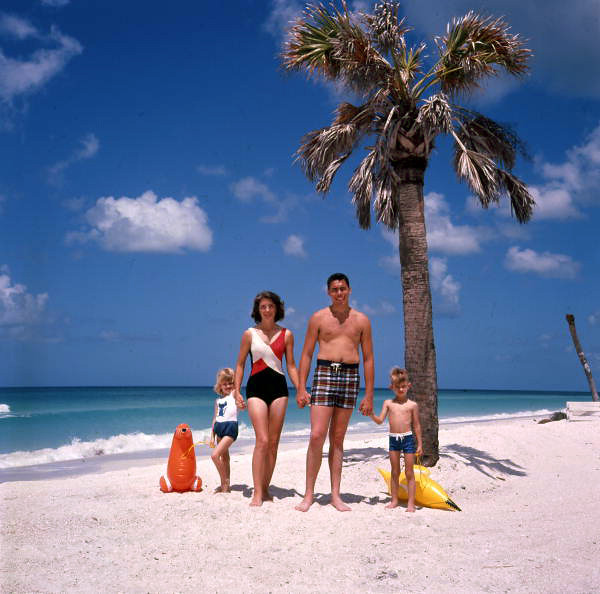 Family Pictures In The Beach: Unidentified Family At The Beach Near Sarasota, Florida