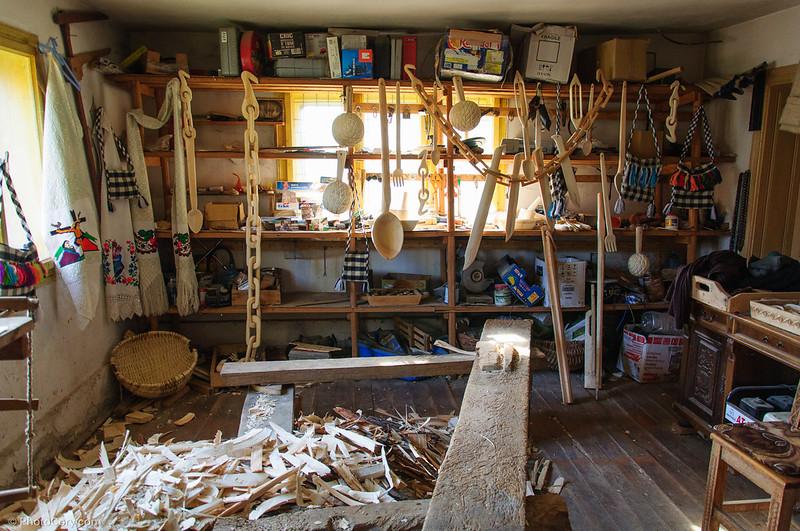 wood carver atelier