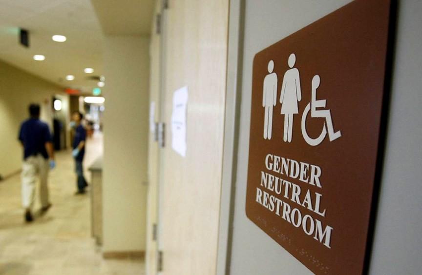 歐巴馬指示公立學校應允許跨性別學生使用符合其性別認同的廁所。(圖片來源:NBC News)