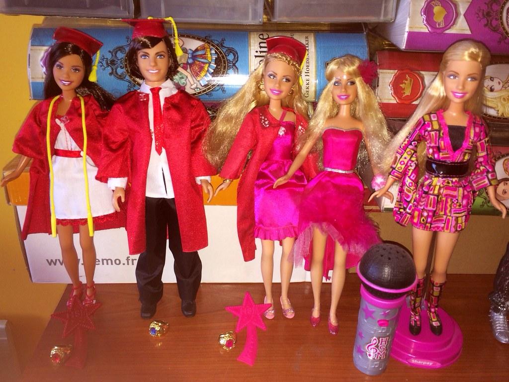 My Currently High School Musical 3 Dolls :)