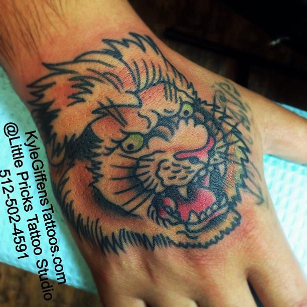 Lion hand kylegiffen tattoo austin texas bestink t for Finger lion tattoo