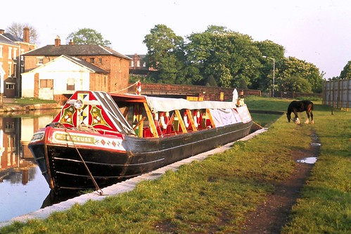 73 137 240573 chester tower wharf betelgeuse canal boat for Sala wharf 73