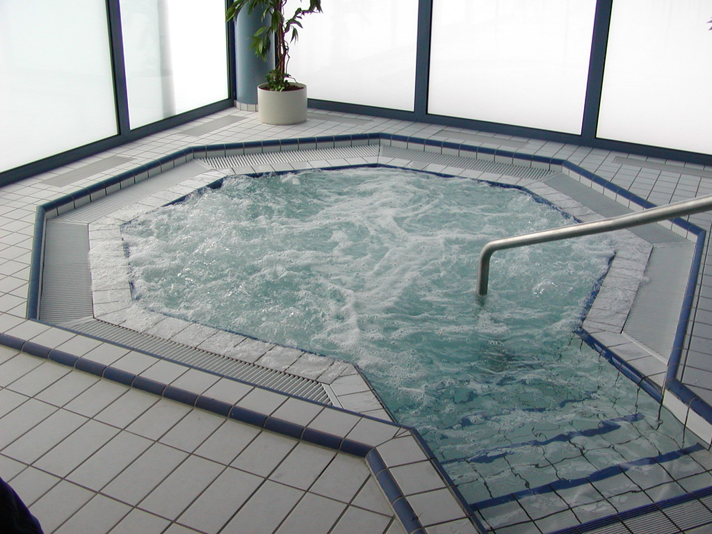 Piscine de thann jacuzzi piscine de thann hautes for Piscine thann horaire