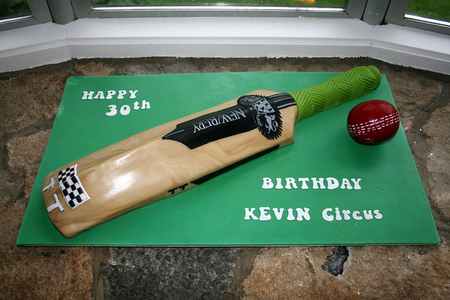 Cricket Bat Cake Images : Cricket bat cake www.cakeali.co.uk By: Cake Ali ...