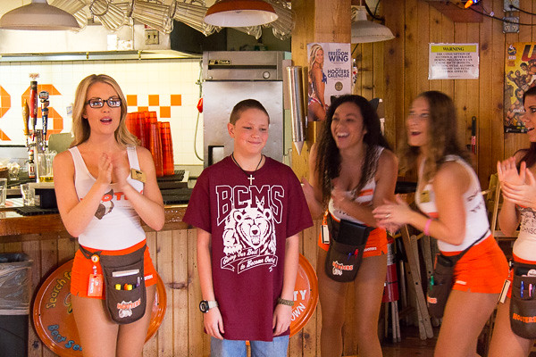 10 Free Wings at Hooters on Your Birthday. Verified Used 89 Times in the Last Week. Get Offer. Details: Sign up for the Hooters eClub and get a coupon for 10 free wings. Expires one week after your birthday. Only redeemable at Hooters location specified on coupon. + Show Details & Exclusions 35% Off Thursday Game Day Deal 35% off.