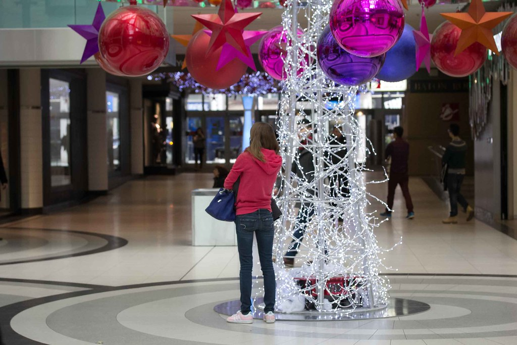 Shopping mall christmas decorations milf 2014 15 toronto f for Christmas decorations online shopping
