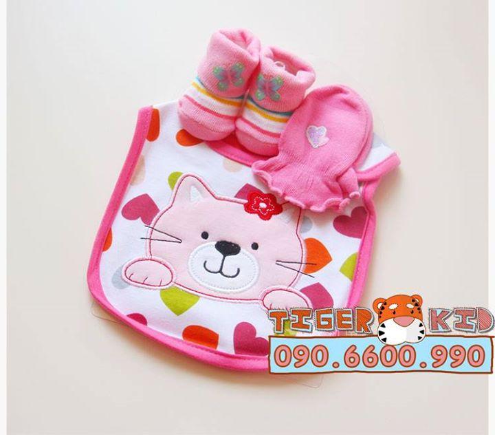 15592953578 808dd96e65 o MS 129 Giftset gồm 1 bộ bao tay, 1 đôi vớ chân và 1 chiếc yếm cho bé