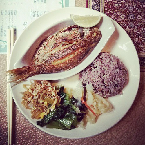 My new favorite lunch: pan fried 肉魚 (butterfish) from 羽庭小屋. This plate plus a bowl of soup comes to a grand total of NT$100. IT IS SO BEAUTIFUL.