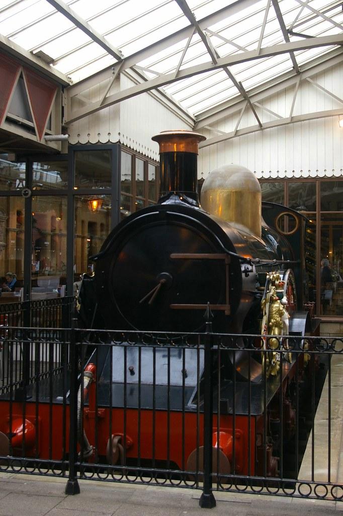 14-354 Replica GWR 3031 4-2-2 Class loco No. 3041 'The Que ...