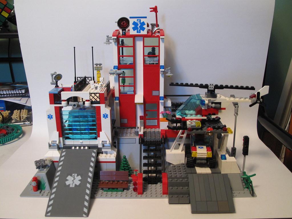 Lego Hospital This Model Is Based On 7892 Hospital I