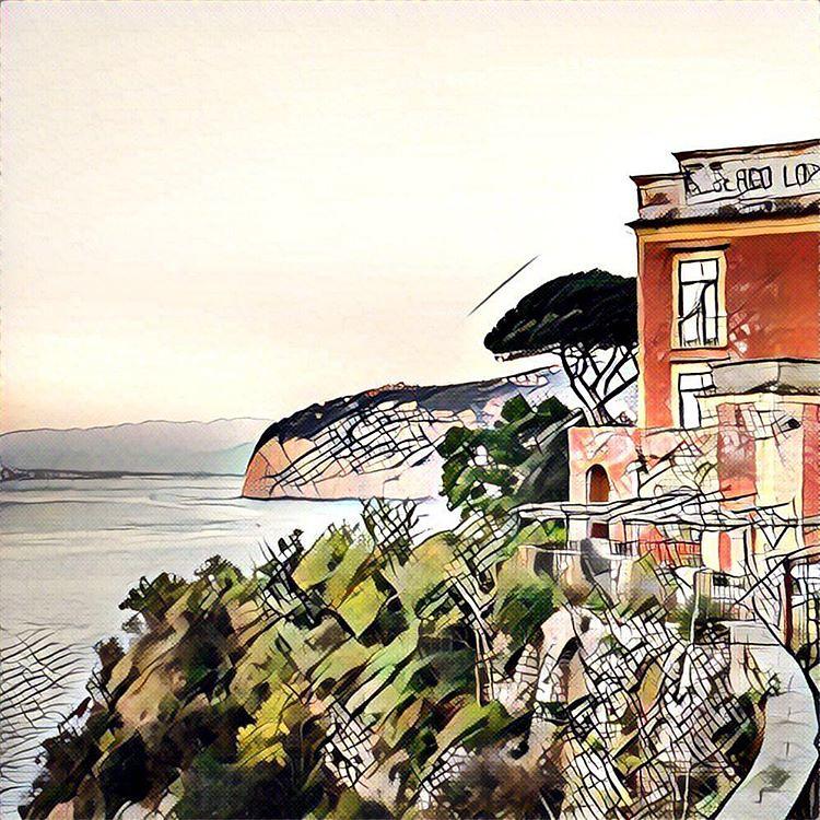 Заброшенный отель в Сорренто #италия #italy #sorrento #сорренто #my_love_italy #prisma #prismaart #prismaru #prismainsta #