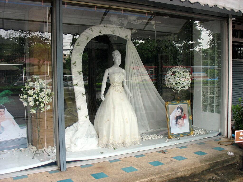 Wedding clothes shop the foreign photographer for Wedding photographer clothes