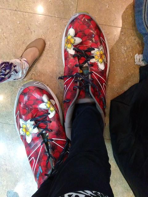 Bengkakk!! Datang ke PRJ pke sepatu ukuran 38, sampai di sana ukuran sepatunya bengkak jadi ukuran raksasa haha..