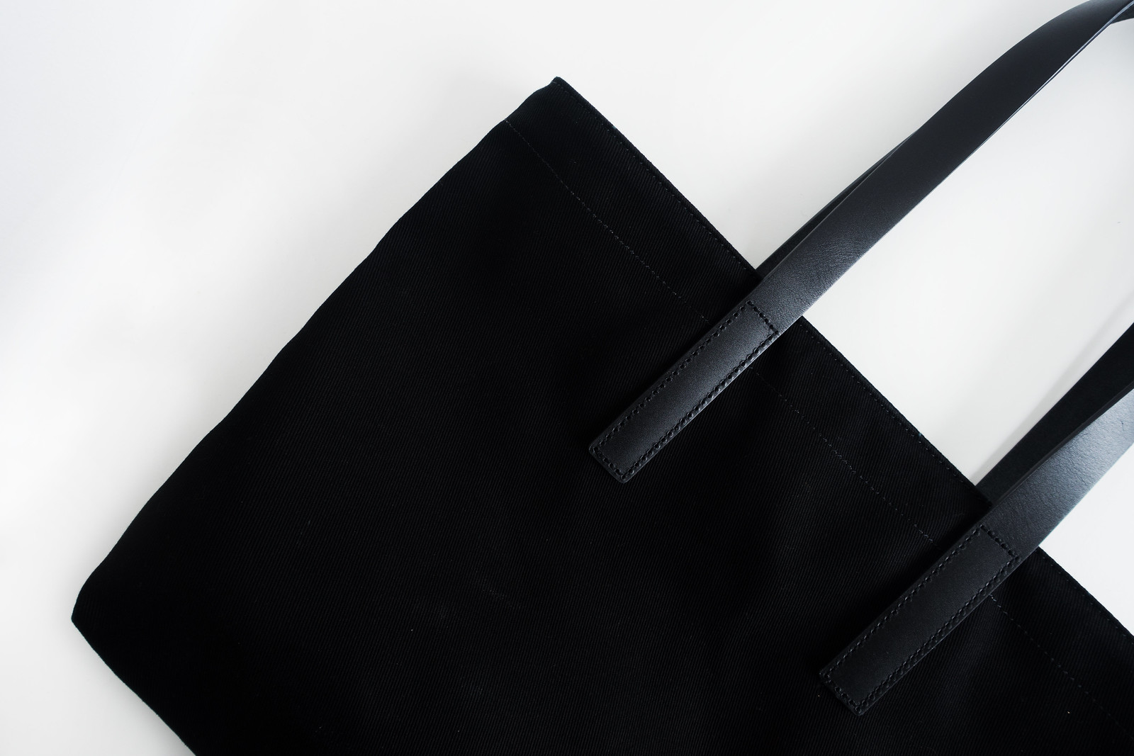 The Minimal Wardrobe: Essential Bags