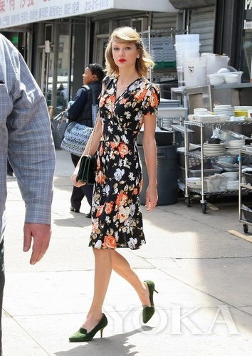 Taylor Swift daily street