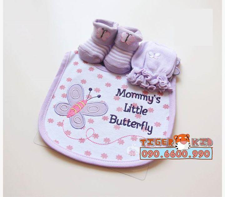 15593566600 590041e7bd o MS 129 Giftset gồm 1 bộ bao tay, 1 đôi vớ chân và 1 chiếc yếm cho bé