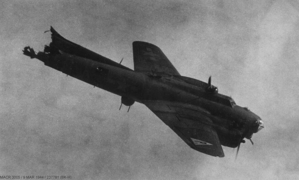 "Berlin City Kia >> Boeing B-17 Flying Fortress | ""Silver Dollar"" (BK-H) Douglas… | Flickr"