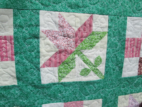 Lily block quilting detail