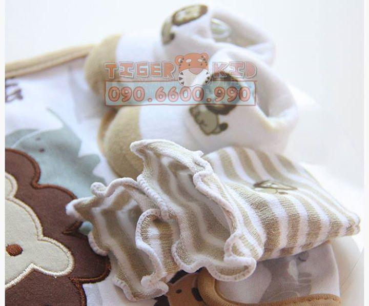 15776518771 2d2b6c5969 o MS 129 Giftset gồm 1 bộ bao tay, 1 đôi vớ chân và 1 chiếc yếm cho bé