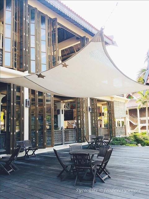 5.Laguna Redang Island Resort