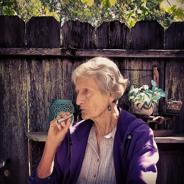 Grandma smoking my brother's e-cig :P #hilarious #family #… - Flickr Grandma smoking my brother's e-cig :P #hilarious #family #homesweethome #ecig - 웹
