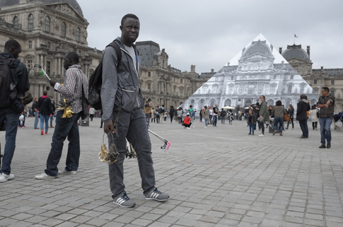 16f04 Louvre Turistas espectáculo crecida Seine_0059 variante Uti 485