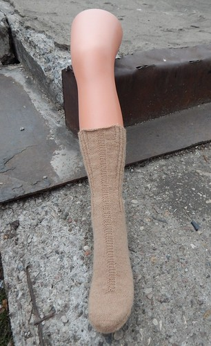 Шерстяные носки, связанные спицами. Носки связаны от мыска, с круглым мыском и круглой пяткой. Бесплатное описание и пошаговые фотографии | horoshogromko.ru