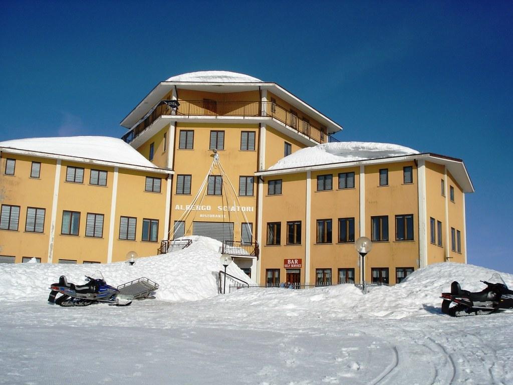 L 39 imponente albergo sciatori ai piani di artavaggio flickr for Piani di log cabin lodge