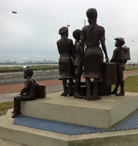 Kindertransport statue, Hook of Holland