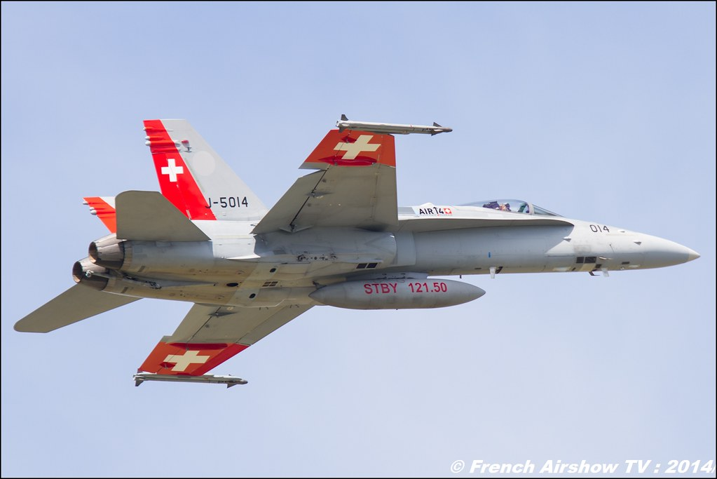 F/A-18C Hornet J-5014 Schweizer Luftwaffe 100 ans de l'aviation militaire suisse & AS332 Super Puma , AIR14 Payerne , suisse , weekend 1 , AIR14 airshow , meeting aerien 2014 , Airshow