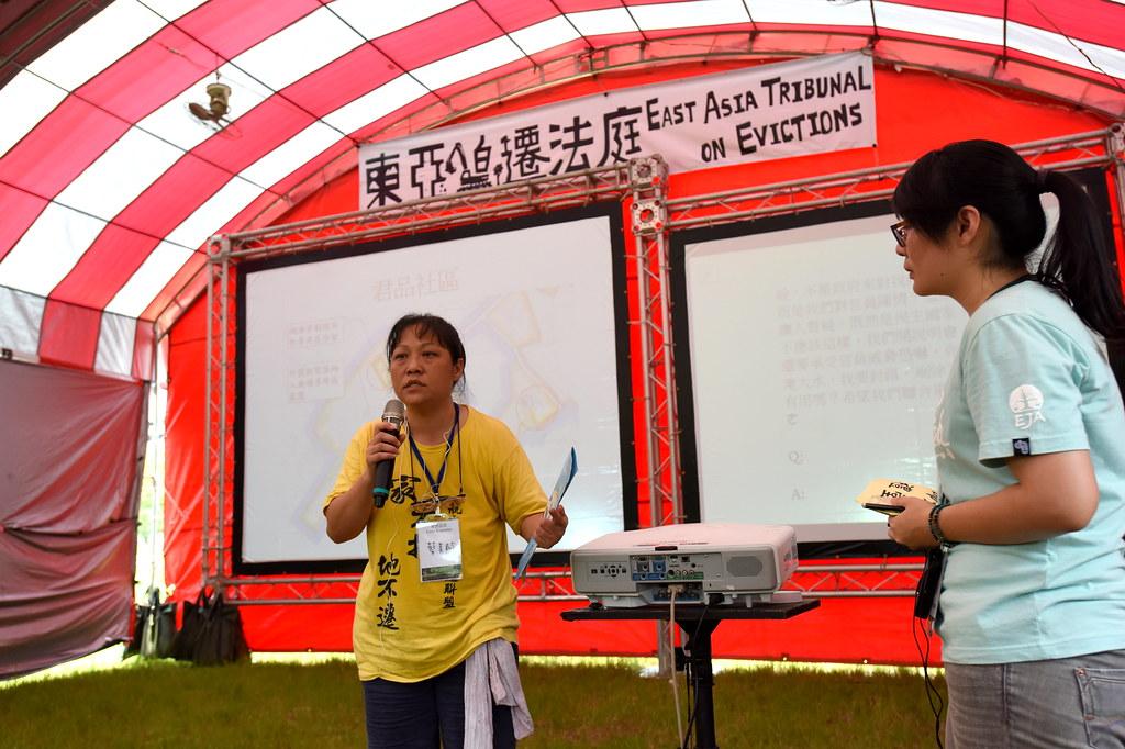 航空城反迫遷聯盟成員蔡美齡(左)陳述地方居民心聲。(攝影:宋小海)