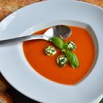 Tomatensuppe mit Mozzarellaklößchen