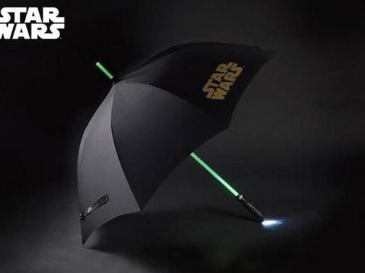 Beast Kingdom can light a Star Wars lightsaber umbrella