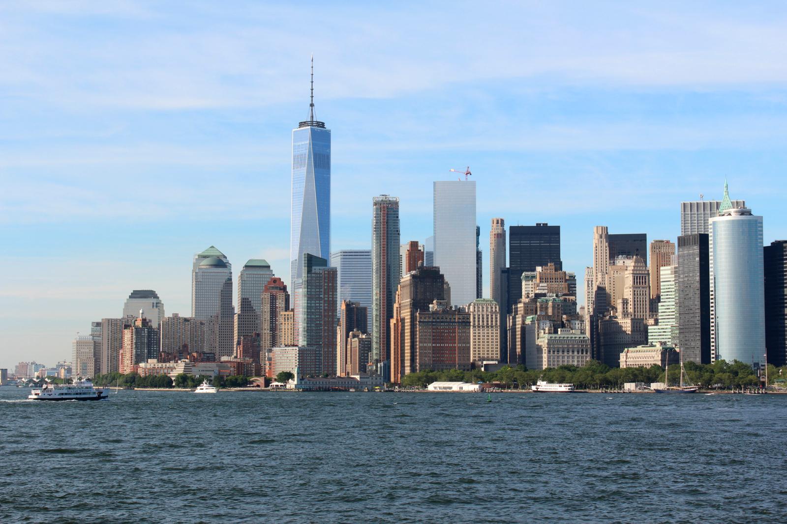 Kuva New Yorkin siluetista Staten Islandin lautalta käsin nähtynä