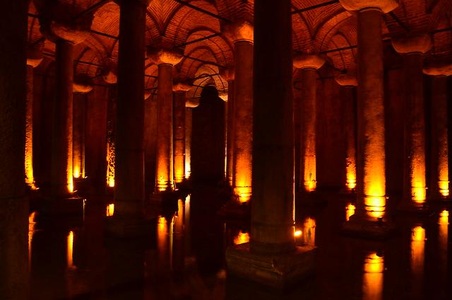 Das Gewölbe der Zisterne von Istanbul