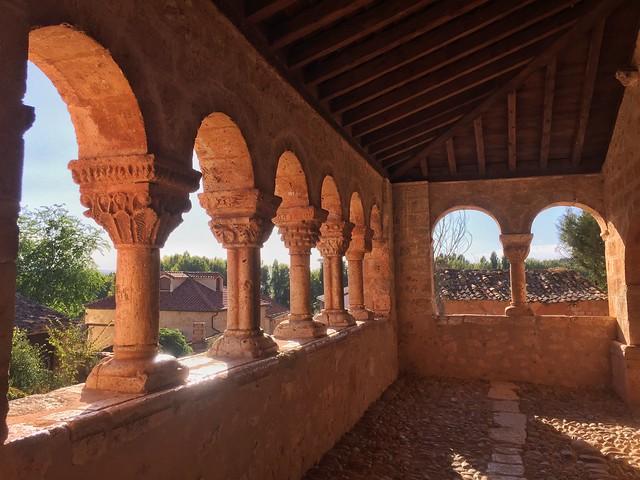 Galería porticada de la iglesia de Andaluz (Tierras de Berlanga, Soria)