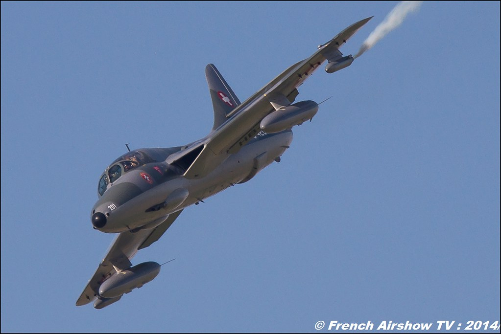 Hawker Hunter T. Mk 68 Amici del Hunter HB-RVR J-4201 AIR14 Payerne 2014 Canon Sigma France contemporary lens