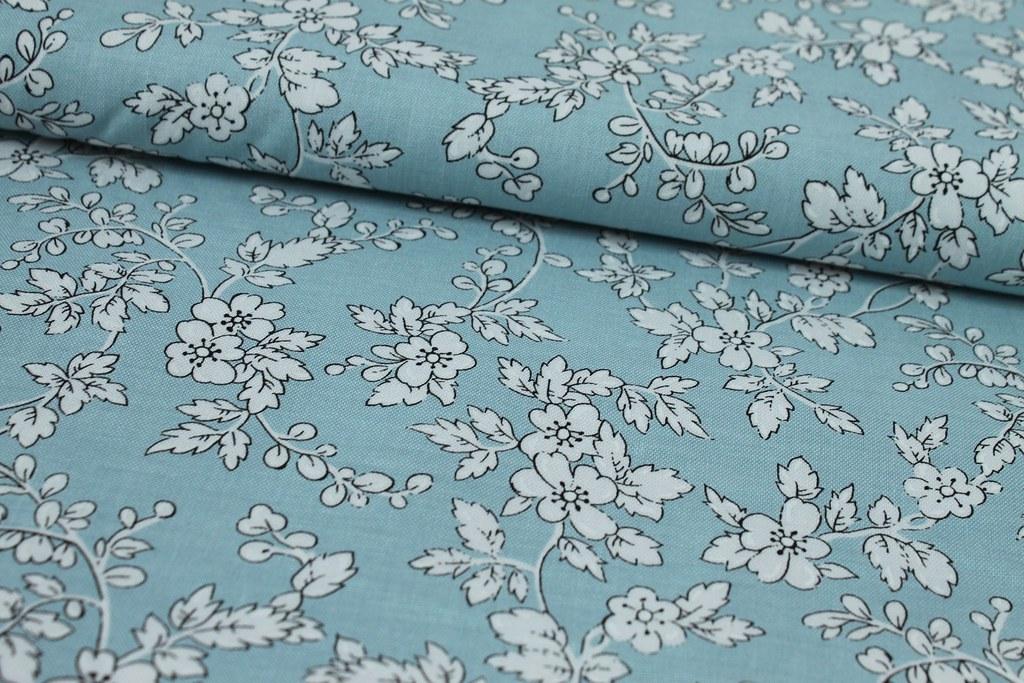 """Baumwollstoff """"Hawthorne Blossoms"""", hellblau"""