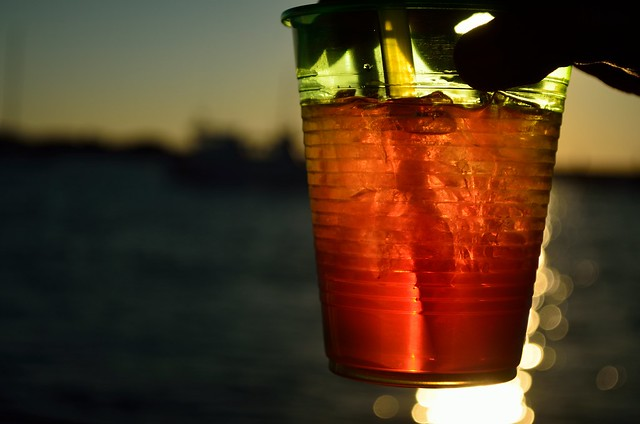 beverage color affects taste perception iced tea