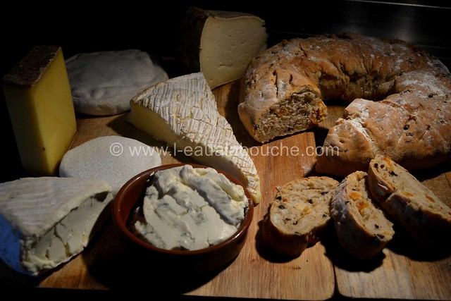 Pain aux Abricots & aux Olives Noires © Ana Luthi Tous droits réservés 34