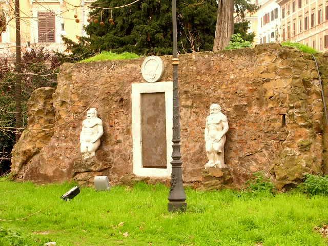 Porta alchemica a piazza vittorio emanuele a roma la - Porta magica piazza vittorio ...