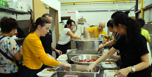 USS Makin Island and 11th MEU Crew Members volunteer at soup kitchen in Singapore
