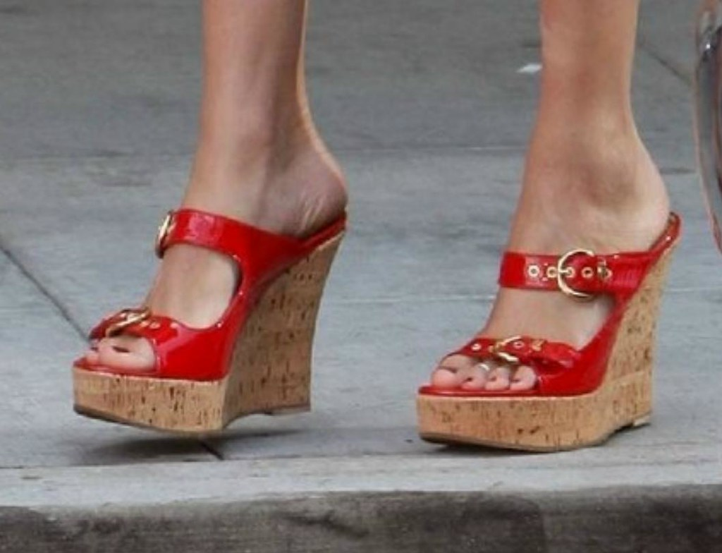 Katie Cassidy feet (18) | ♠I Love Feet & Shoes♠