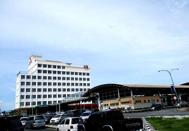 Li Hua Hotel & the Sibu Bus Terminal